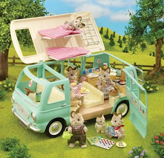 Review Sylvanian Family Campervan With Family